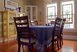 dining-room-natural-light-from-stained-glass